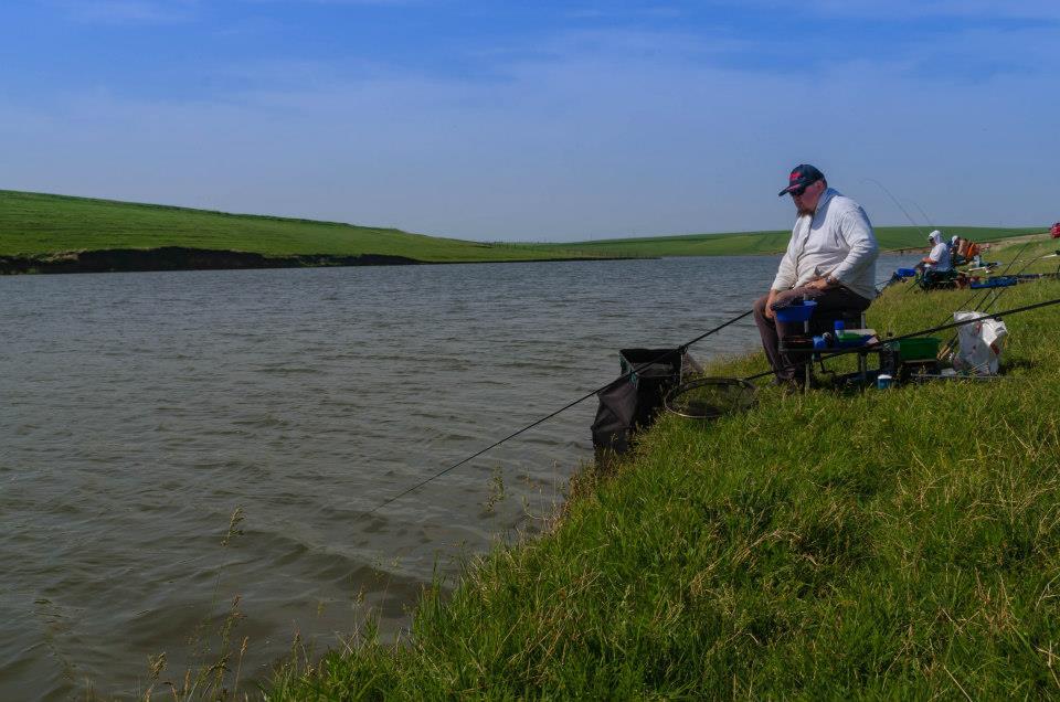 pescuit la feeder pe vant